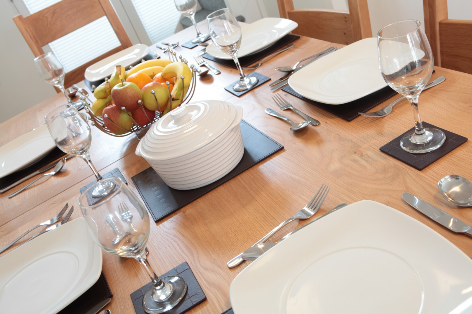 Holiday Cottage By the Beach - Dining Table