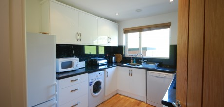 Dolcoath Holiday Cottage by the Beach - Kitchen