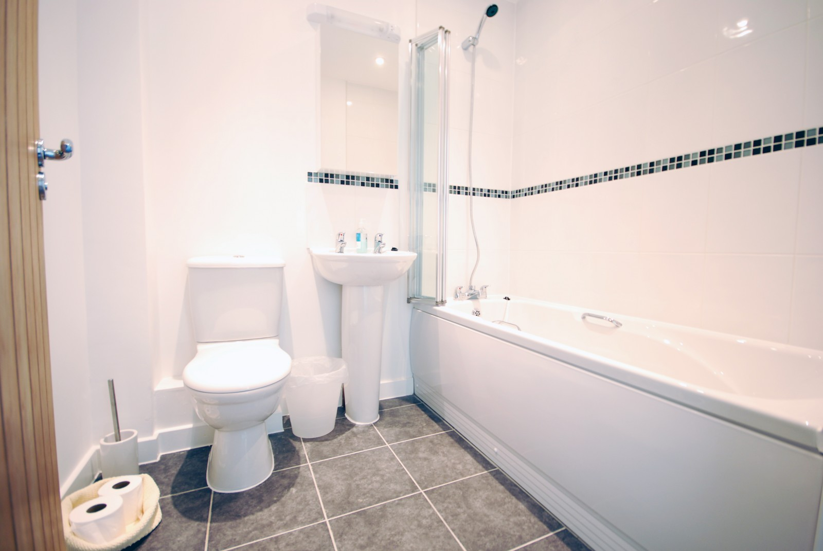 Anemone Holiday Cottage by the beach - Family Bathroom