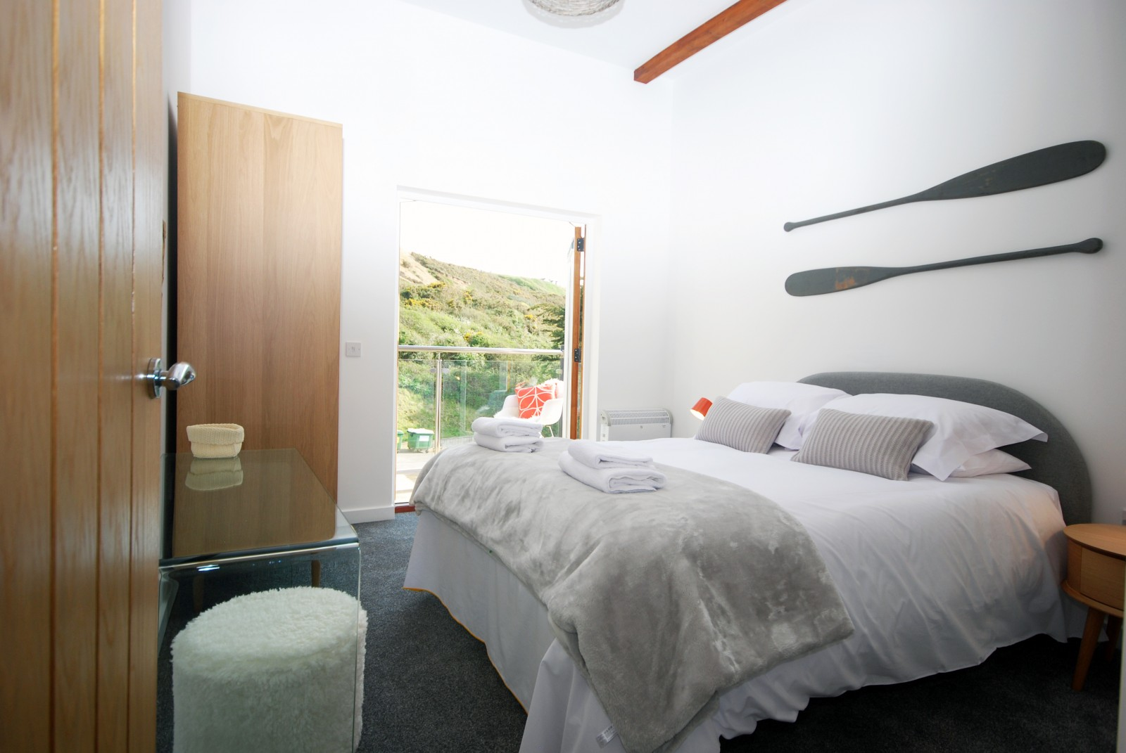 Anemone Holiday Cottage by the beach - Master Bedroom 2