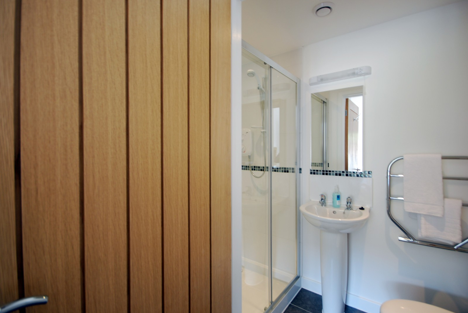 Anemone Holiday Cottage by the beach - Master Ensuite